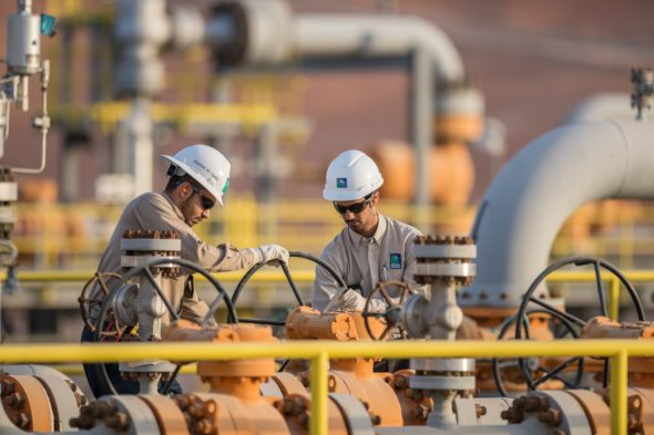 Operators at a Saudi Aramco Facility Arabia Saudyjska