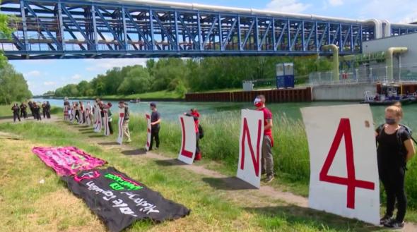 Protest przeciwko Elektrowni Datteln 4. Źrodło: YouTube/AFP/BiznesAlert.pl