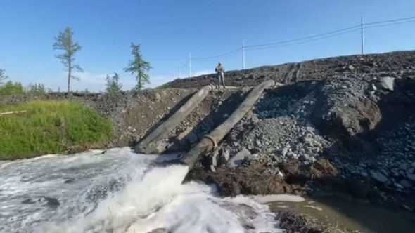 Zrzut zanieczyszczeń w Talnachu fot. secretmag.ru