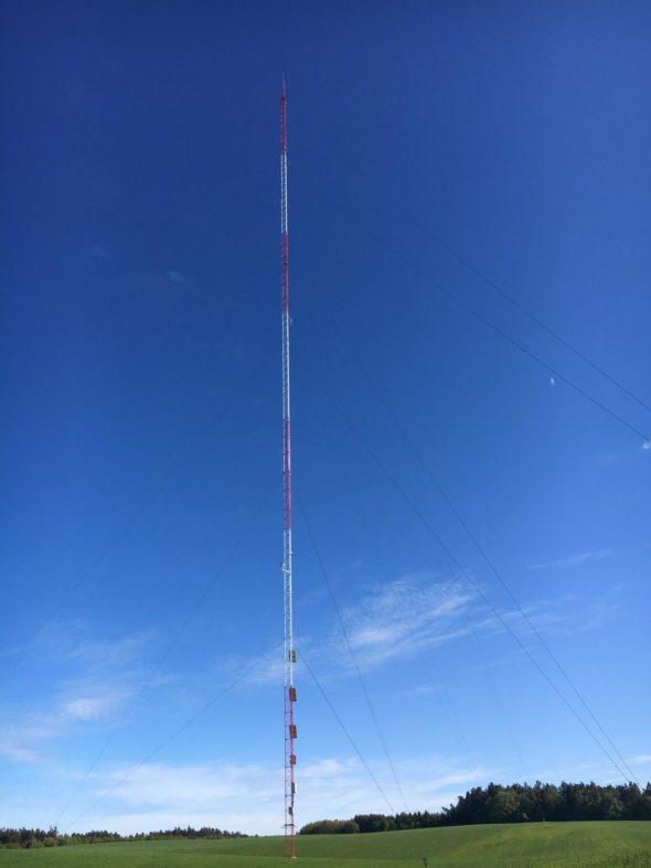 Wieża pomiarowa wiatru we wsi Wyczechowo fot.Mariusz Marszałkowski/BiznesAlert