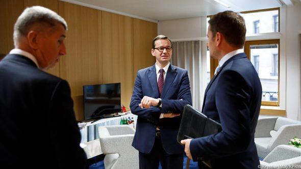 Spotkanie koordynacyjne premierów państw Grupy Wyszehradzkiej #V4 przed nadzwyczajnym szczytem Rady Europejskiej. Fot. Premier RP/Twitter