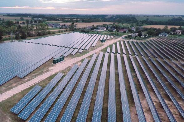Jedna z największych farm fotowoltaicznych w Polsce w Czernikowie. Fot. Energa