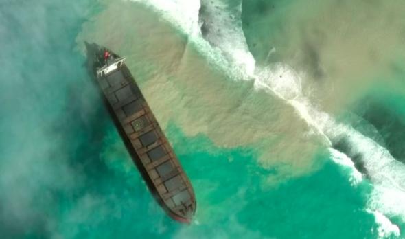 Wyciek ropy na Mauritiusie. Fot. YouTube:BiznesAlert.pl