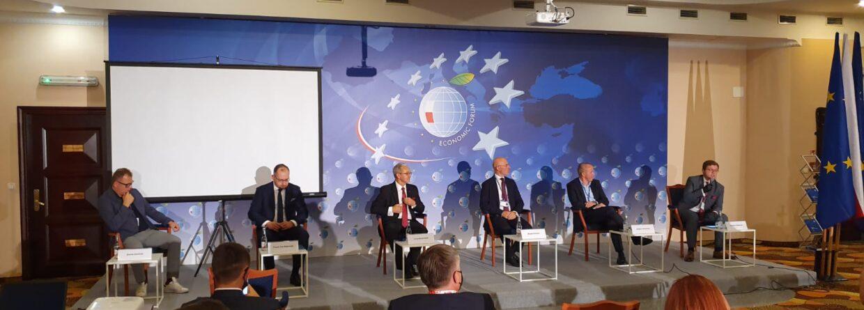 Dyskusja o fuzji w Karpaczu. Fot. BiznesAlert.pl