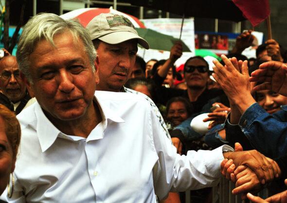 Andrés Manuel López Obrador na spotkaniu z wyborcami. Źródło: Wikicommons