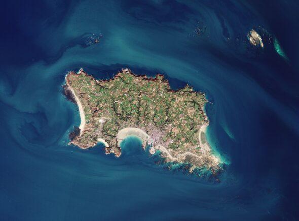 Wyspa Jersey widziana z kosmosu. Źródło Europejska Agencja Kosmiczna