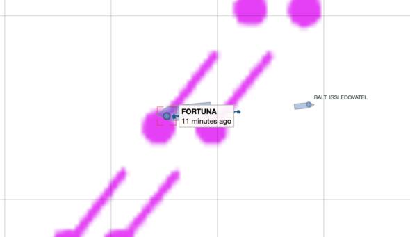 Barka Fortuna ponad istniejącymi nitkami Nord Stream 1