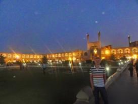 Patryk Gorgol na targu w Isfahanie, Iran. Fot. aut.