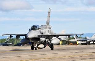 Polski myśliwiec F-16.