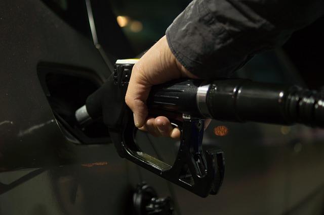 stacja paliw benzyna samochód