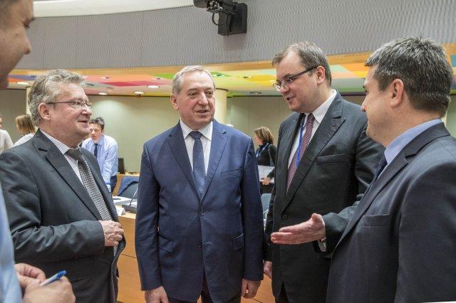 Henryk Kowalczyk, minister środowiska oraz Paweł Sałek wicemister środowiska podczas Rady ENVI o #COP24