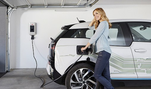 ładowanie samochód elektryczny elektromobilność Ładowarka naścienna AC. Fot. ABB