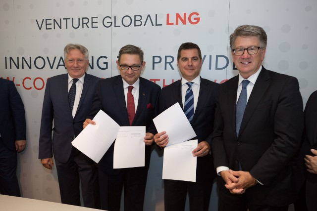 Piotr i Maciej Woźniak przy podpisaniu porozumienia z Venture Global LNG
