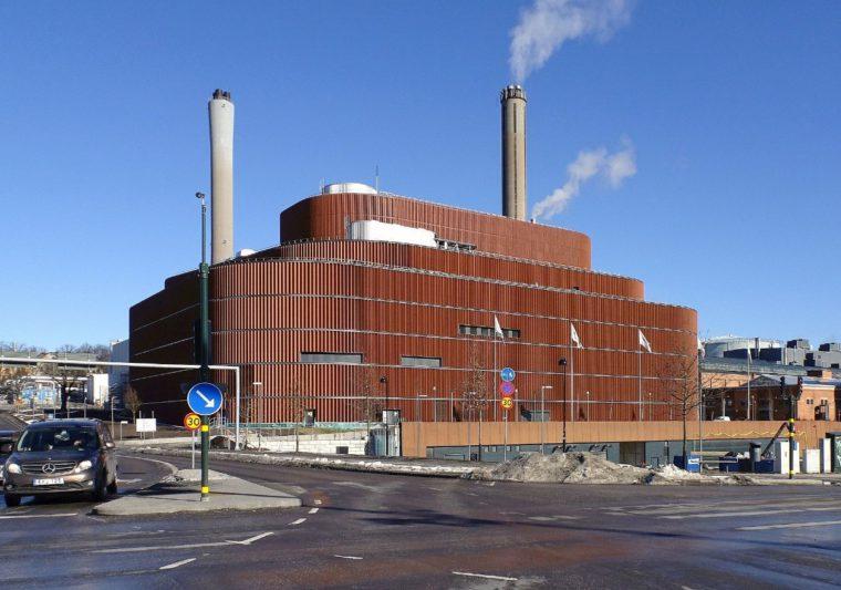 Stockholm Exergi. Lokalna elektrociepłownia w Sztokholmie. Zarządzana przez miasto oraz Fortum. Fot. Holger Ellgaard. Wikipedia