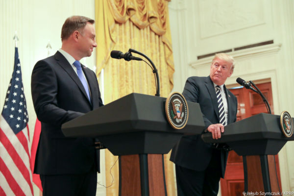 Andrzej-Duda-i-Donald-Trump-600×600