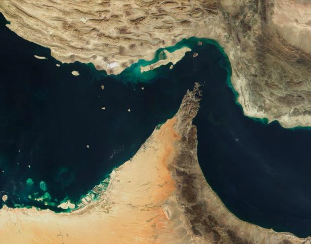 Satelitarne zdjęcie Cieśniny Ormuz. Źródło: Wikipedia