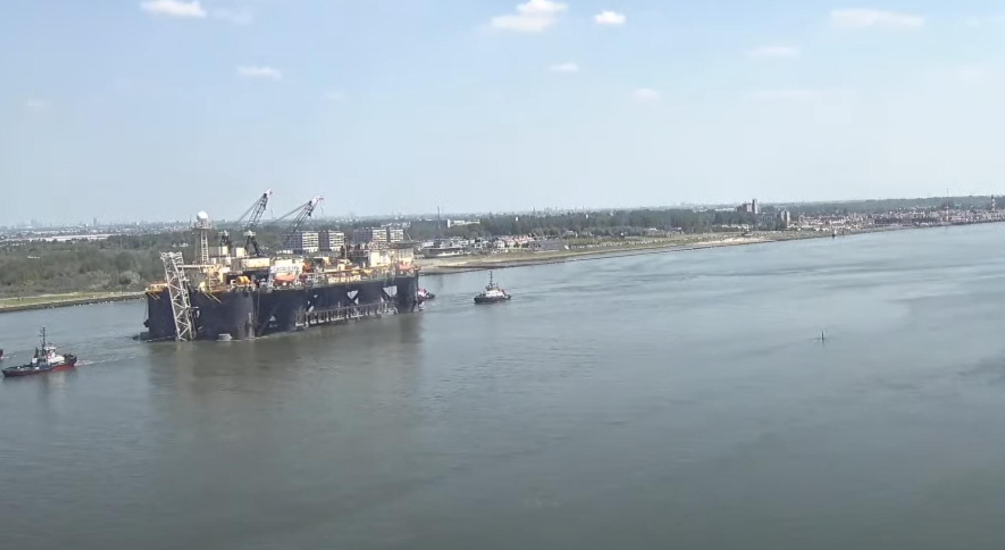 Castoro Sei podczas wyjścia z Rotterdamu fot.Mariusz Marszałkowski/Rotterdam Webcam
