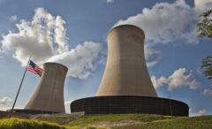 Kominy elektrowni jądrowej Exelona. Fot. Exelon