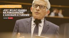 Fot. Jerzy Buzek. Grafika: Gabriela Cydejko.